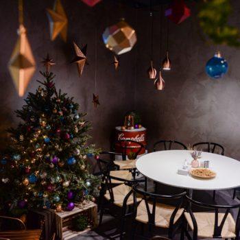 Новогоднее украшение офиса Yota