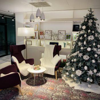 Новогоднее украшение офиса Servier