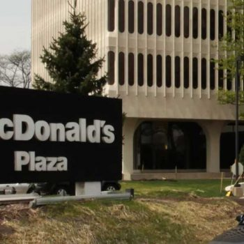 В центральном офисе McDonald's отменили флирт и панибратские отношения