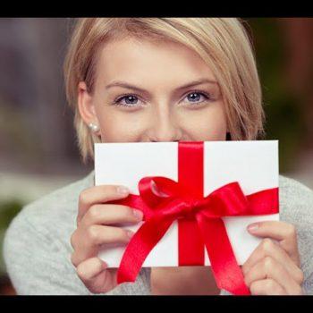 Почти 60% российских женщин хотели бы получить на 8 марта от коллег подарочные сертификаты