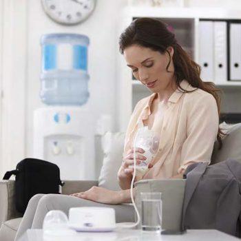 Кормящая мать в офисе